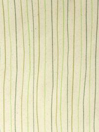 Lahjapaperi ruohopaperia, kuvioaiheena vihreitä väreileviä viivoja luonnonvärisellä taustalla.